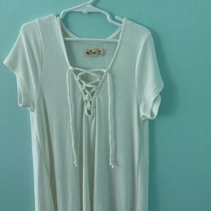 HOLLISTER WHITE SHORT SLEEVE V-NECK WHITE